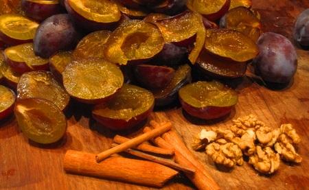 varene-iz-sliv-i-greckih-orehov-na-zimu
