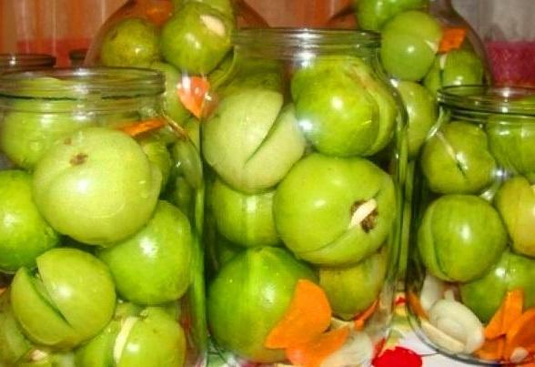 zelenye-pomidory-s-chesnokom-i-zelenyu