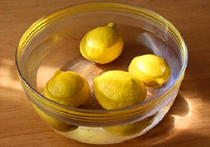 Оставляем лимоны в воде на 40 минут