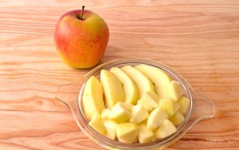 Чистим и режем яблоки