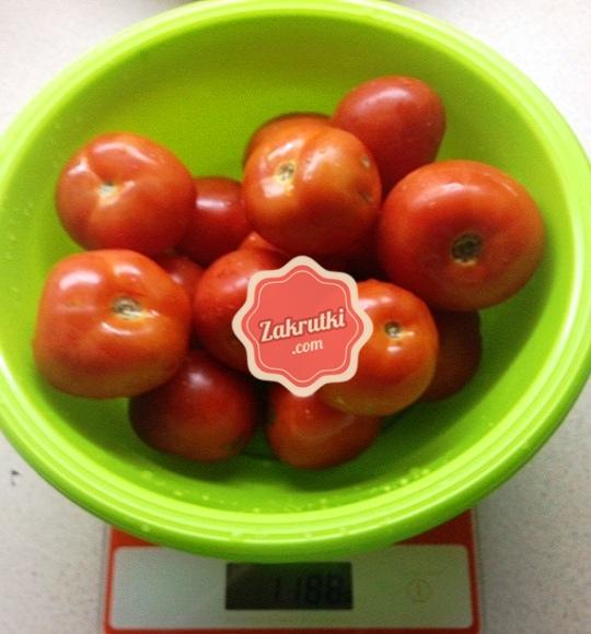 Затариваем весы, взвешиваем томаты